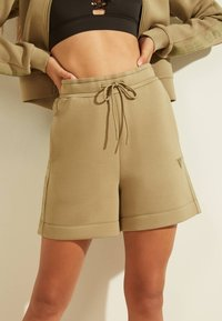 Guess - LOGODREIECK - Sports shorts - beige - 0