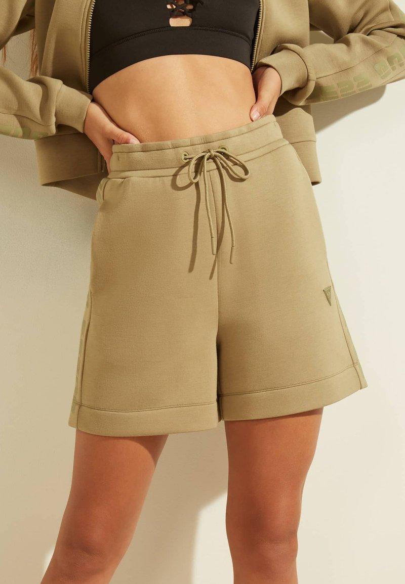 Guess - LOGODREIECK - Sports shorts - beige