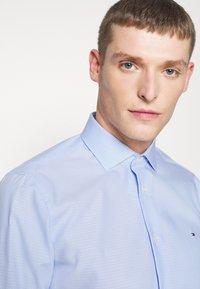 Tommy Hilfiger Tailored - DOBBY DESIGN CLASSIC - Camicia elegante - blue - 3
