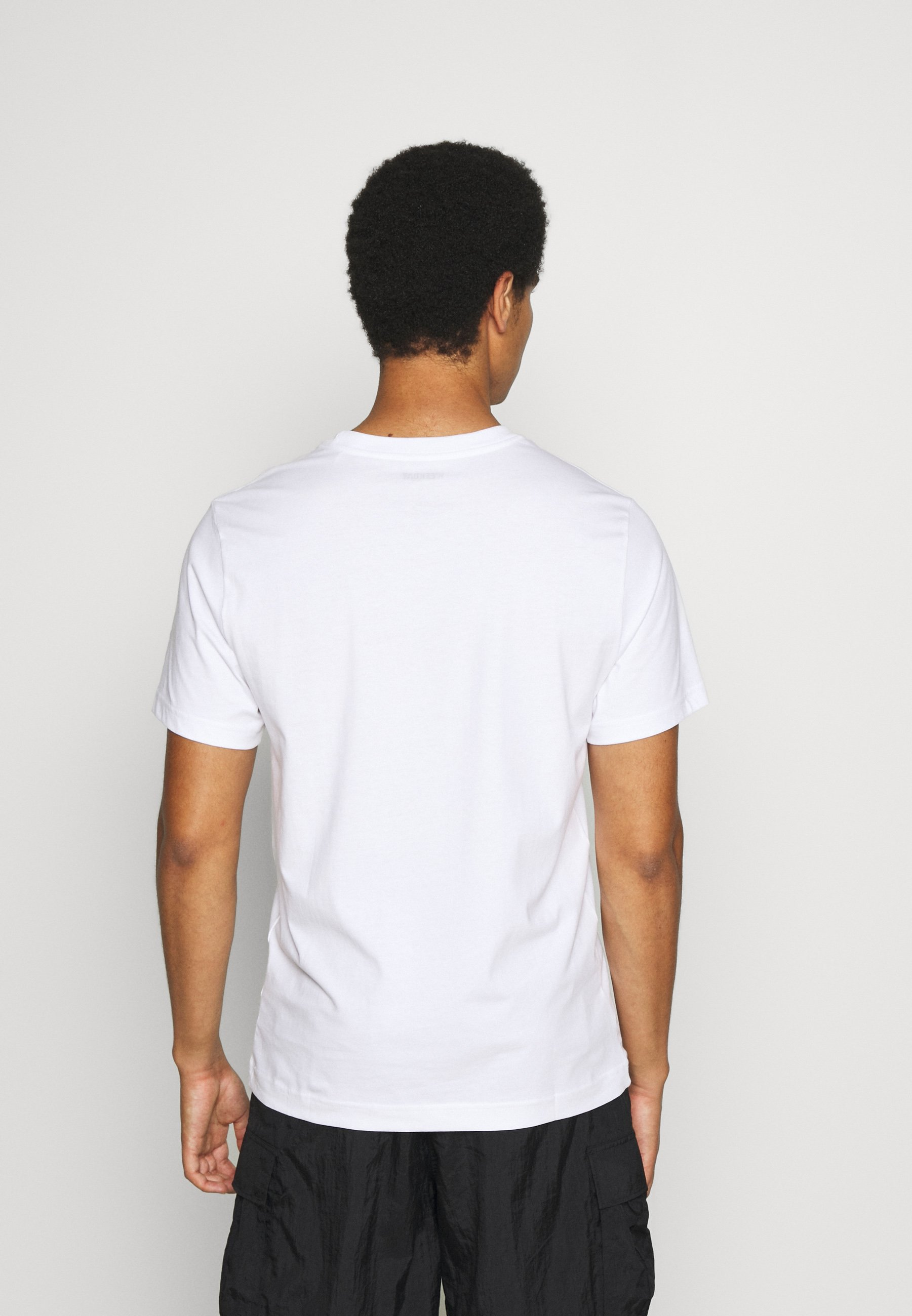 Weekday Basic T-shirt - white lWlVy