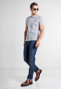 Timberland - SS DUNSTAN RIVER - Print T-shirt - medium grey heather - 1