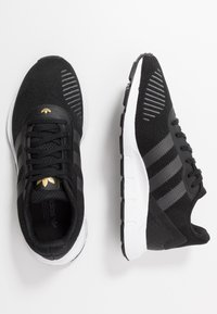 adidas Originals - SWIFT - Tenisky - clear black/grey six/footwear white - 3