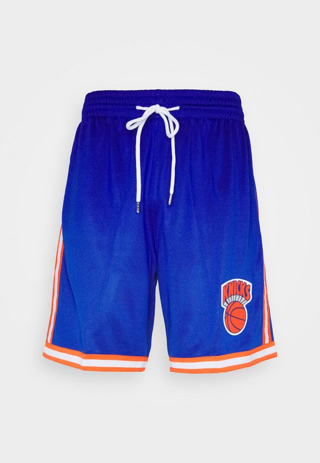 NEW YORK KNICKS NBA OLD ENGLISH FADED SWINGMAN SHORTS - Squadra - capital blue