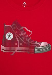 Converse - PIXEL CHUCK TEE - Print T-shirt - university red - 2