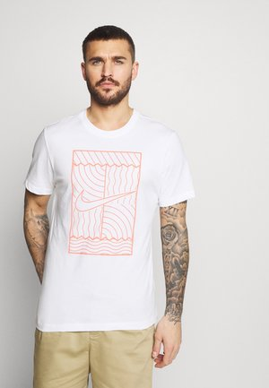 TEE COURT  - Print T-shirt - white/bright mango