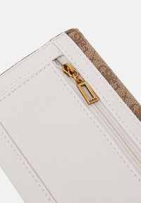 Guess - MIKA POCKET TRIFOLD - Portefeuille - brown - 3