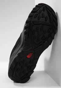The North Face - M TSUMORU BOOT - Snowboots  - black/dark - 4