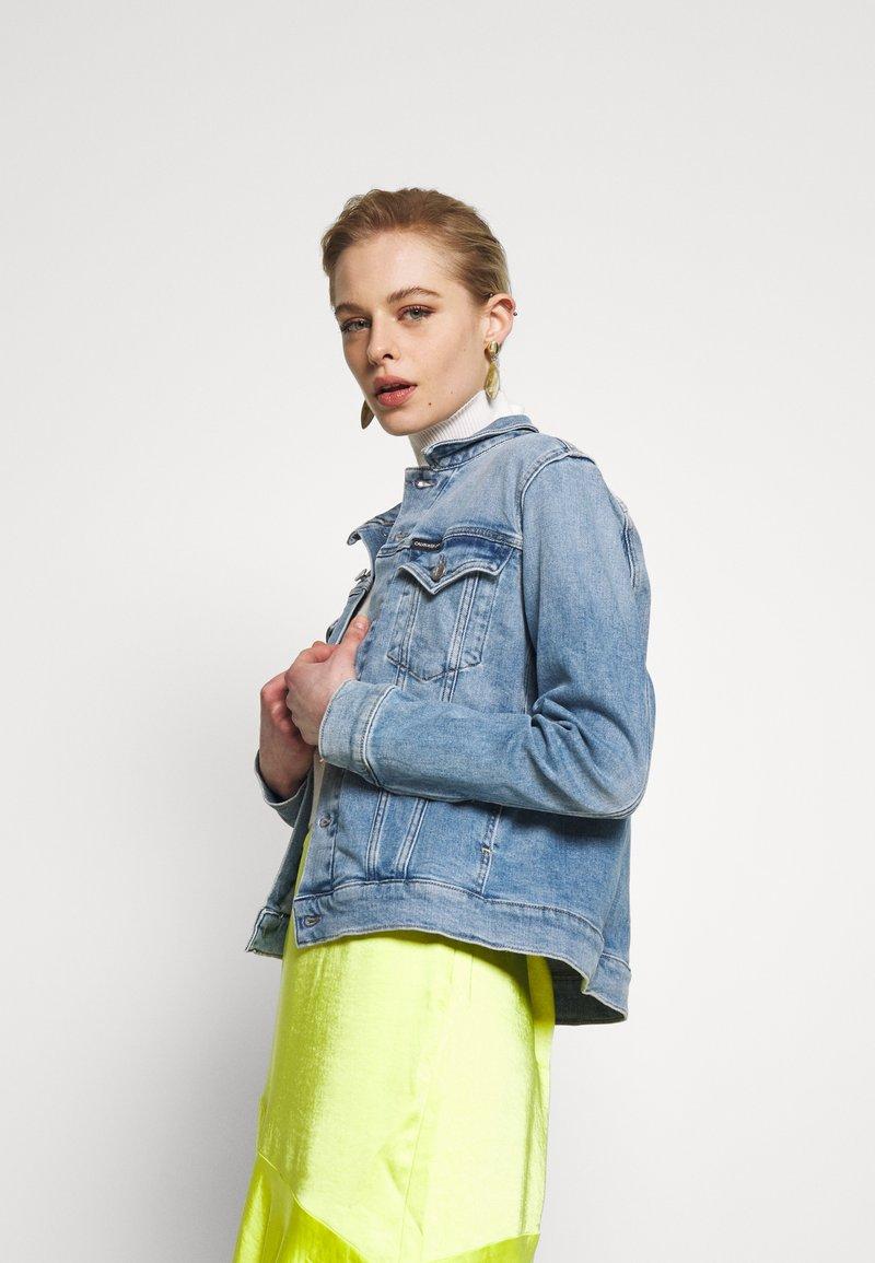 Calvin Klein Jeans - FOUNDATION TRUCKER - Denim jacket - light blue