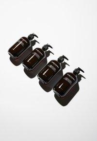Grown Alchemist - HYDRA+ BODY CLEANSER EMERALD CYPRESS CO2 EXTRACT, ROSEMARY, SANDALWOOD - Shower gel - - - 1