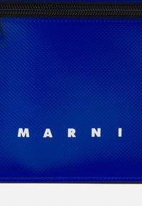 Marni - TRIBECA POUCH UNISEX - Across body bag - royal/burgundy - 6