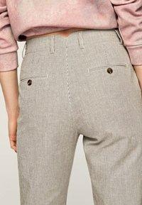 Pepe Jeans - MARIETA - Spodnie materiałowe - light brown - 4
