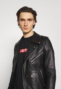 Levi's® - TEE UNISEX - Print T-shirt - black - 3