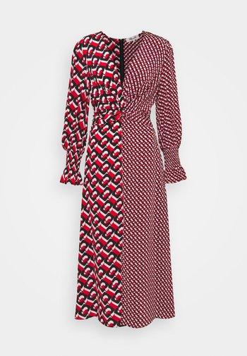 MICHELLE DRESS - Denní šaty - red
