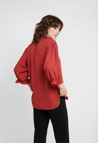 DESIGNERS REMIX - BYRON RUFFLE SHIRT - Button-down blouse - ox blood - 2