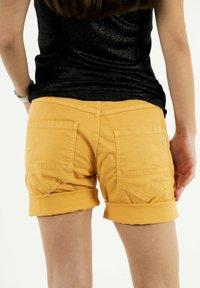 PLEASE - Shorts - yellow - 3
