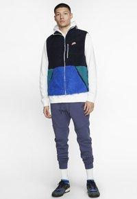 Nike Sportswear - VEST WINTER - Väst - dark blue/royal blue - 1
