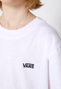 Vans - BY LEFT CHEST TEE BOYS - T-shirt basic - white - 4