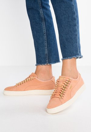 CLASSIC CHAIN - Trainers - dusty coral/team gold