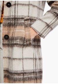 s.Oliver - MIT KAROMUSTER - Short coat - brown check - 5