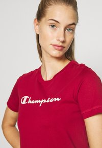 Champion - CREWNECK LEGACY - T-shirts med print - dark red - 4