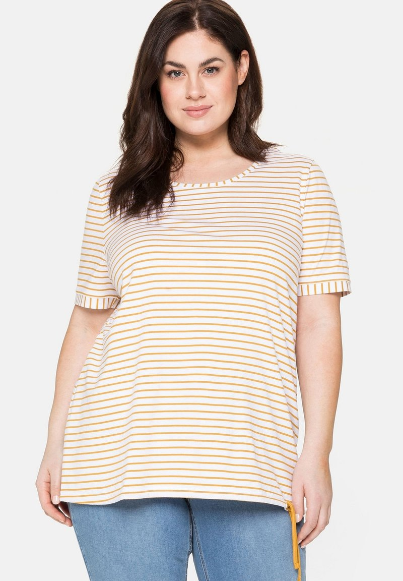 Sheego - Print T-shirt - senfgelb bedruckt