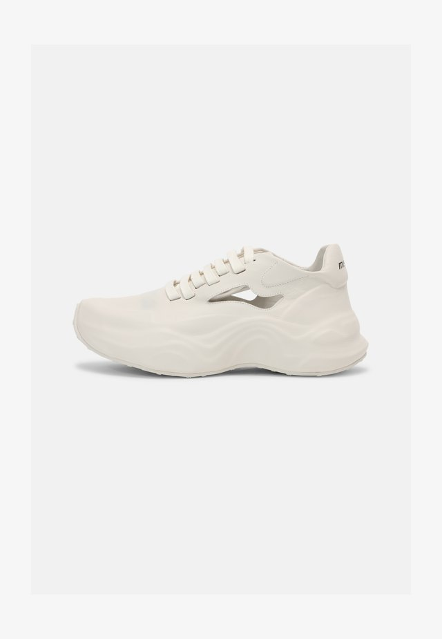 SNEEK PEEK MOON TRAINER UNISEX - Trainers - milk