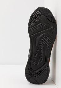 Puma - SOFTRIDE RIFT TECH - Hardloopschoenen neutraal - black/ultra orange - 4