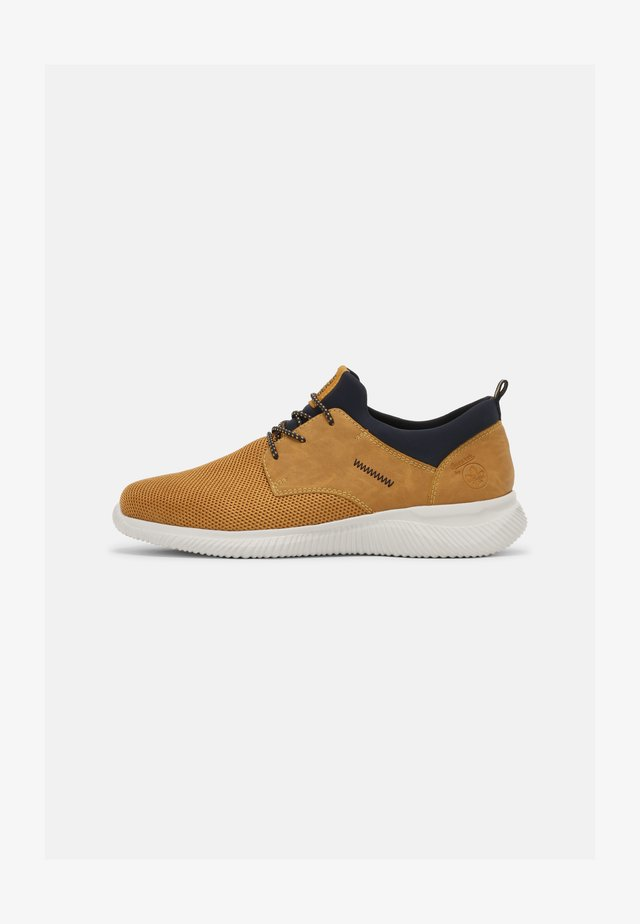 Sneakers - wheat/navy