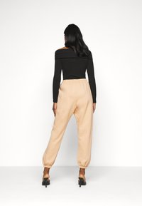 Missguided Petite - 90S JOGGERS - Tracksuit bottoms - tan - 2