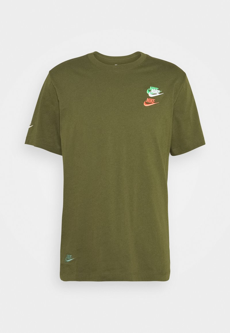 Nike Sportswear - TEE CLUB ESSENTIALS - T-shirt con stampa - rough green