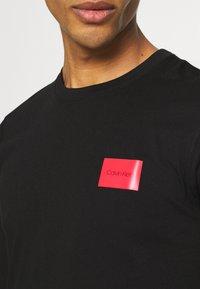 Calvin Klein - TEXT REVERSED LOGO - Maglietta a manica lunga - black - 4