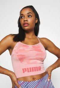 Puma - EVOKNIT SEAMLESS CROP - Sports shirt - bridal rose - 3