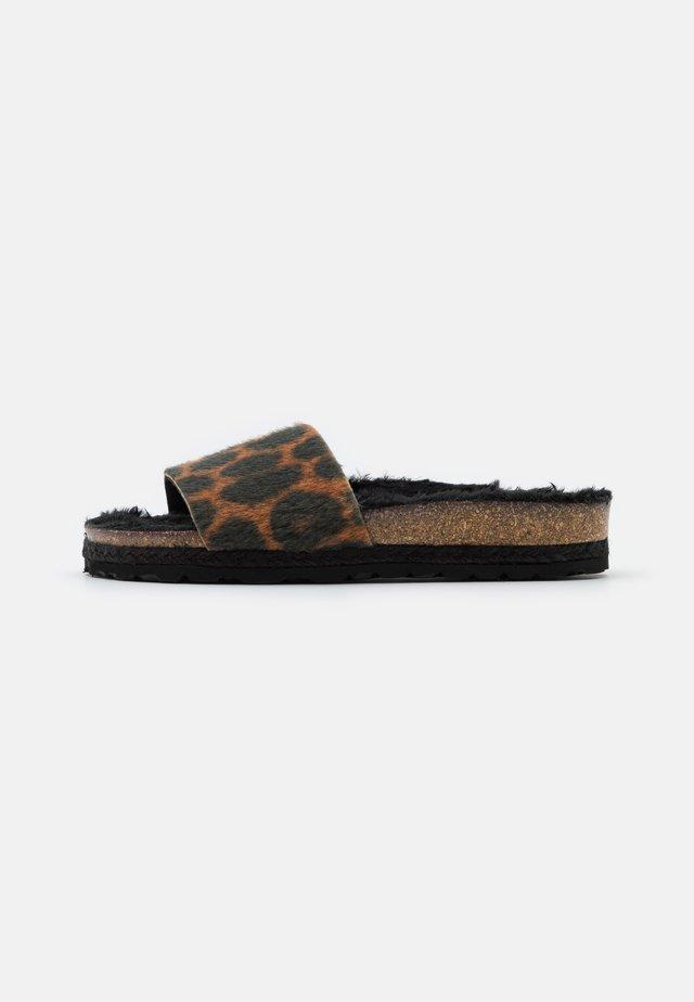 PLAGETTE LEOPARD - Slippers - black
