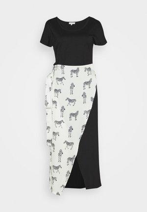 BLACK ZEBRA LOUNGE WRAP DRESS - Vapaa-ajan mekko - black