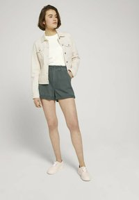 TOM TAILOR DENIM - CONSTRUCTED PAPERBAG - Denim shorts - dusty pine green - 1