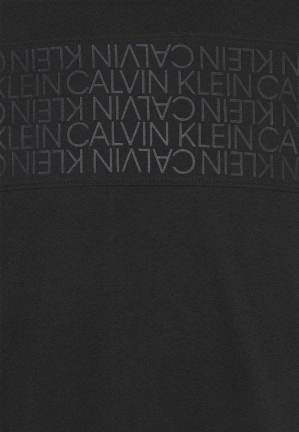 Calvin Klein LOGO LINES - T-shirt z nadrukiem - black/czarny Odzież Męska ZPXH