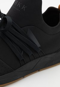 ARKK Copenhagen - RAVEN UNISEX - Trainers - black/brown - 5