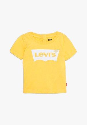 BATWING TEE - T-shirt z nadrukiem - mimosa