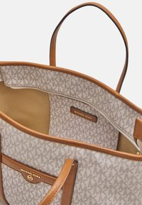 MICHAEL Michael Kors - BECK TOTE - Handbag - vanilla - 3