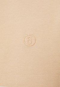 MM6 Maison Margiela - 3 PACK - Camiseta estampada - white/beige - 7