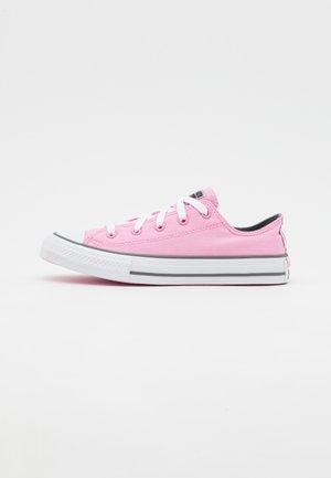 CHUCK TAYLOR ALL STAR UNISEX - Matalavartiset tennarit - spring pink/white/mason