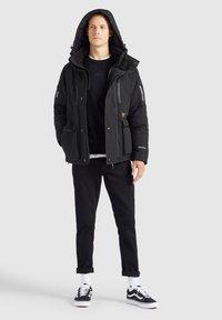 khujo - NANDU - Winter jacket - schwarz-schwarz kombo - 3