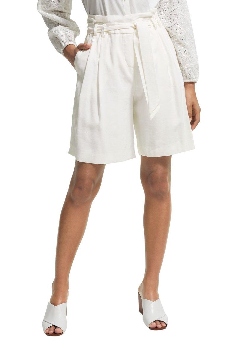 comma - Shorts - white