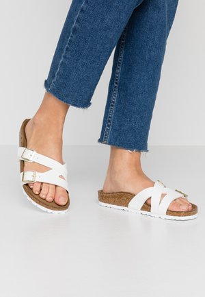 YAO - Slippers - white