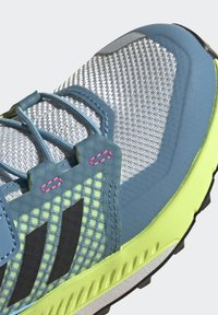 adidas Performance - TERREX TRAILMAKER - Zapatillas de senderismo - crystal white/core black/screaming pink - 7