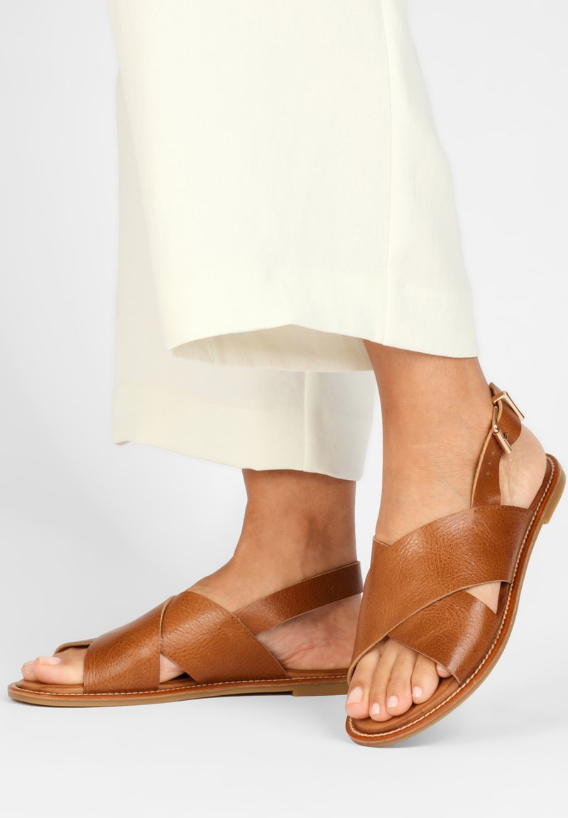 Inuovo - Sandals - mntrl cocconut ncc