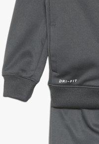 Nike Sportswear - BABY SET  - Træningssæt - dark gray - 4