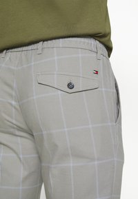 Tommy Hilfiger - Trousers - antique silver - 4