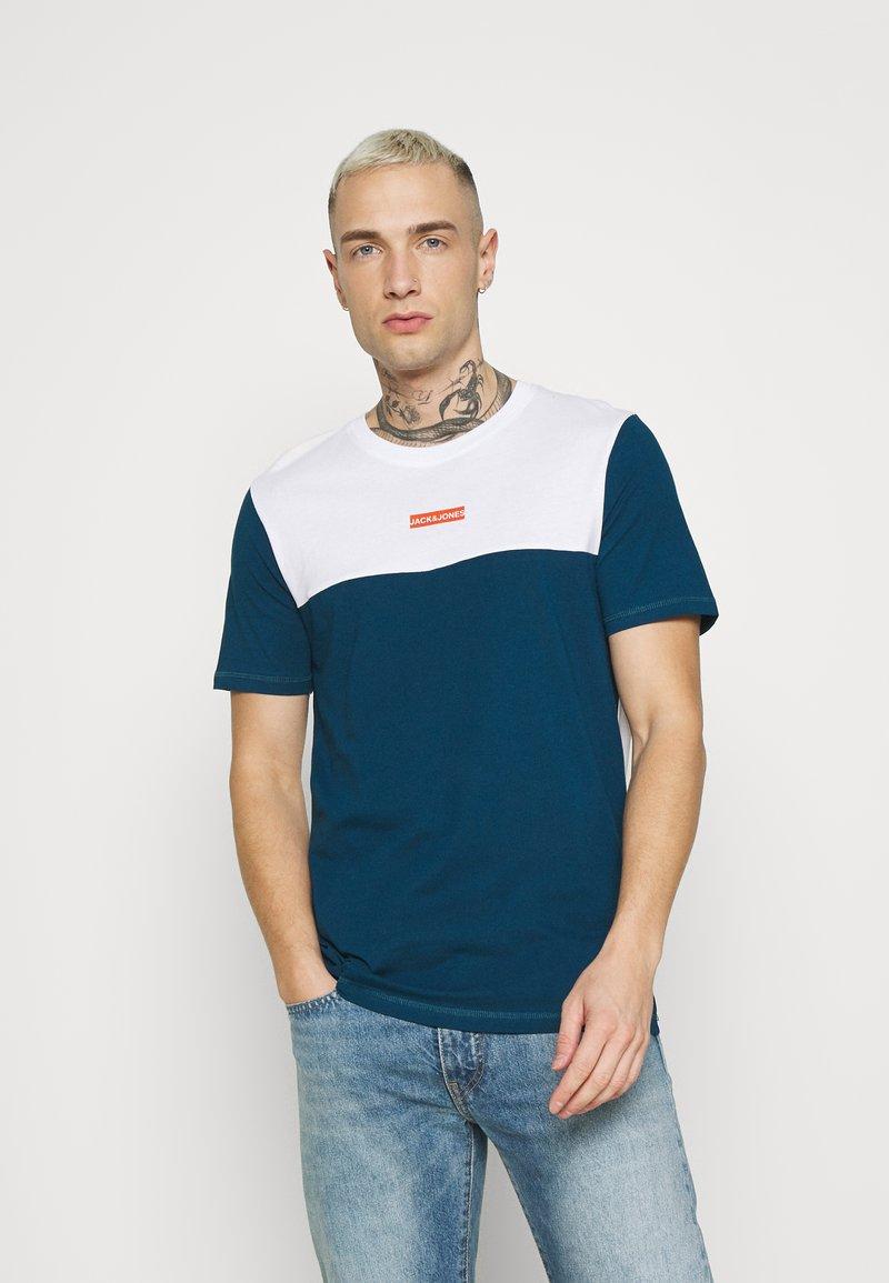 Jack & Jones - JCOBLOCKS TEE CREW NECK - Print T-shirt - white