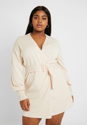 BELTED BUCKLE WRAP DRESS - Vestido de punto - cream
